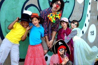 Charlie-Philippe-Chaplin, Maël sorcière-rouge, Ced le clown à grande bouche, Raph le pirate et les fées Olivia et Nora